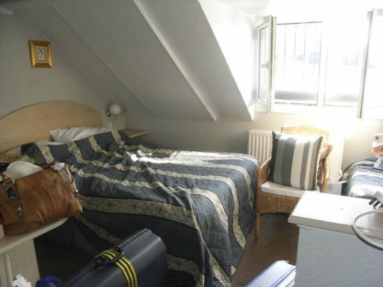 The Melita: doble size bed in family room