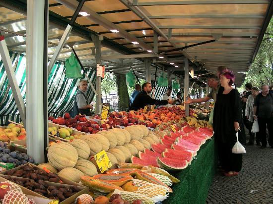 Primaria : mercato del sabato a Boxhagenerplatz
