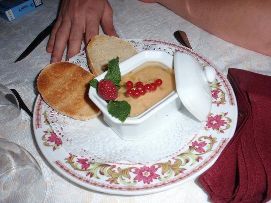 Chateau de Cavanac: terrine de foie gras mi-cuit à la gelée de muscat