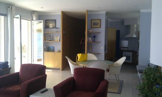 Villa Calanco: Salon & cuisine