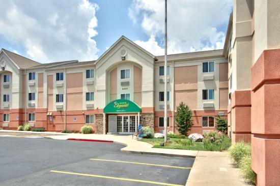 MCM Elegante Suites: Hotel Entrance
