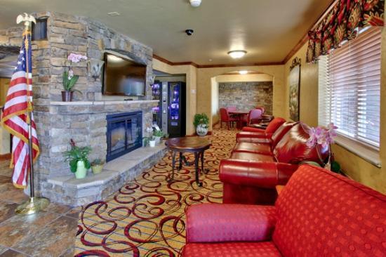 MCM Elegante Suites : Lobby