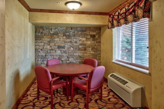 MCM Elegante Suites: Lobby