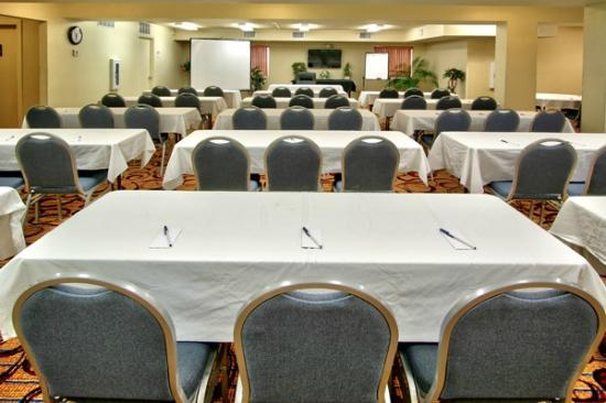 MCM Elegante Suites: Meeting Room