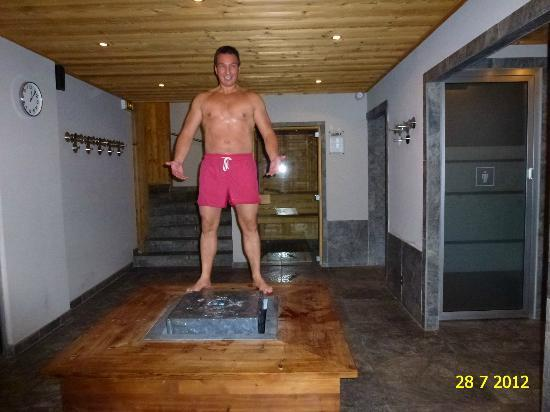 VIEW INSIDE THE SAUNA/SHOWERS AREA OF HOTEL LE FER A CHEVAL IN MEGEVE.