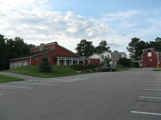 Maple Hill Farm Inn and Conference Center: Ample parking space