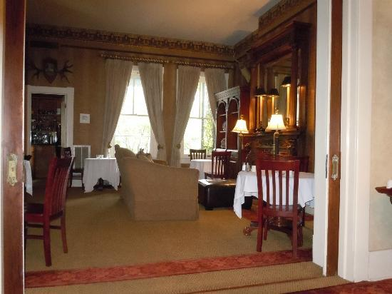 Foley House Inn: Lovely dining room where breakfast is served