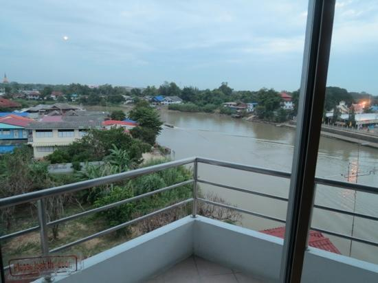 River View Place Hotel : uitzicht op de rivier