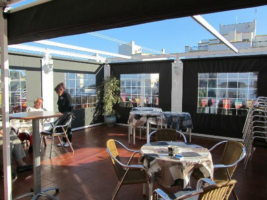 belushi's bar and grill: canopy out side terrace