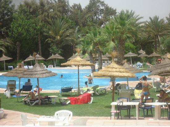 Marina Palace: belle piscine mais pas de surveillants