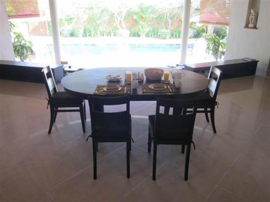 The Kunja Villas & Spa: Breakfast table
