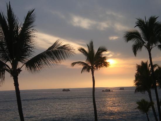 Kona Reef Resort: Sunset