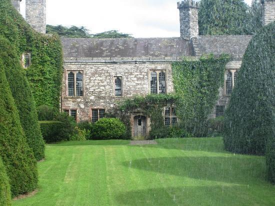 Gwydir Castle B&B: Gwydir Castle