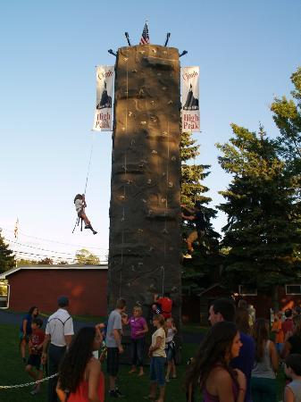 Sunny Hill Resort and Golf Course: rock climbing wall