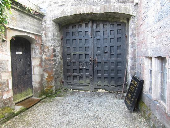 Gwydir Castle B&B: Gwydir Castle - entry gate - ancient and authentic