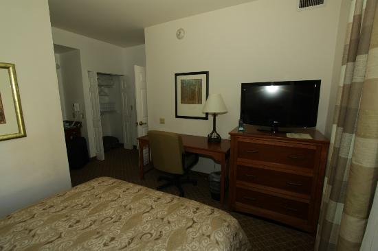 Staybridge Suites Philadelphia - Mt Laurel: living with sofa bed