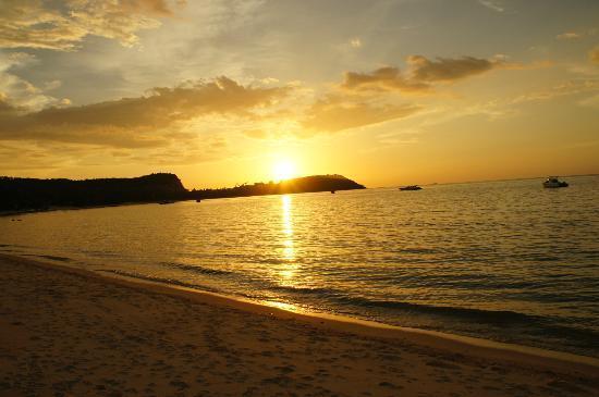 Bangrak Samui Beach Resort: Sonnenuntergang