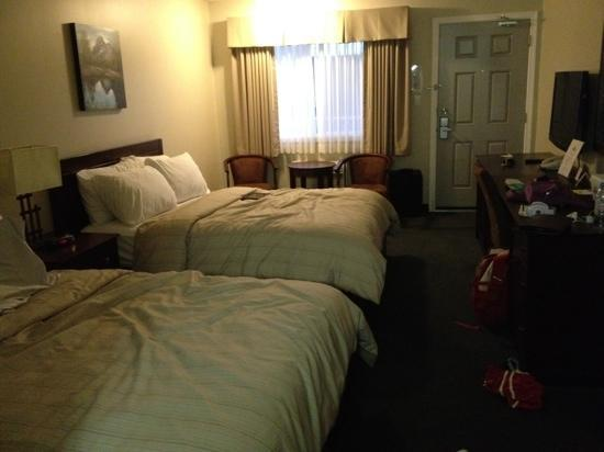 Days Inn by Wyndham Golden: Room