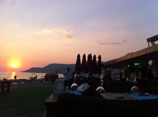Palmiye Beach Hotel: the palmiye beach sunset