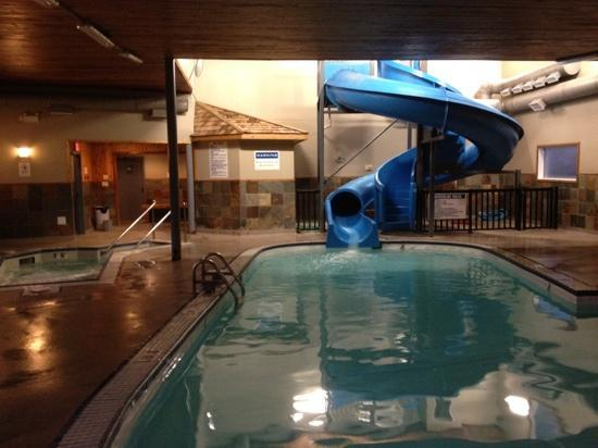 Days Inn by Wyndham Golden: Pool with Waterslide