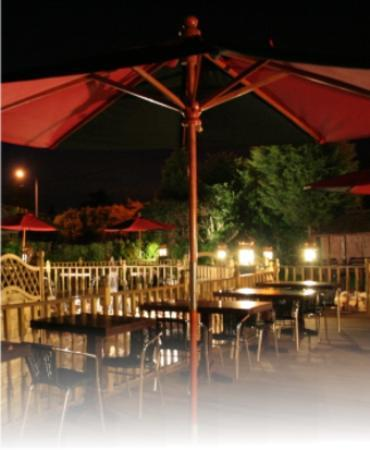 Royal Siam Restaurant and Bar: Outside garden view