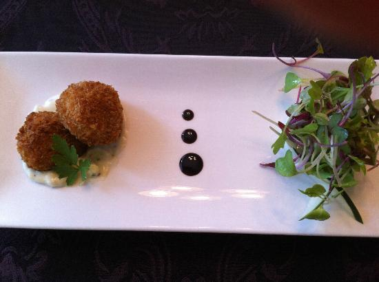 Savour in the Garden : crab fritter with a champagne vinegarette and balsamic reduction