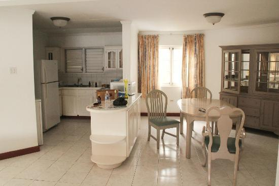 Beachcomber Club: Kitchen/Dining Room