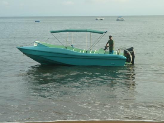 Hotel Las Caletas Lodge : One of our boats