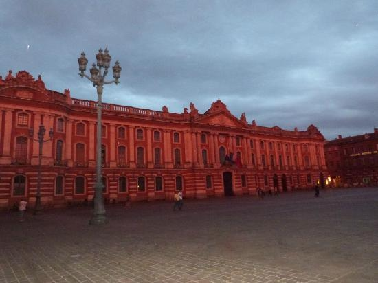 Grand Hotel Raymond IV: la mairie