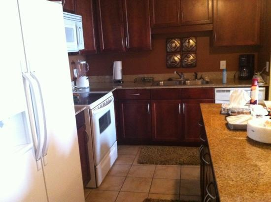 Laketown Wharf Resort: kitchen