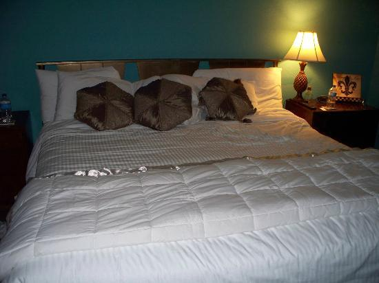 Alpine Inn: Bed is very comfortable!!