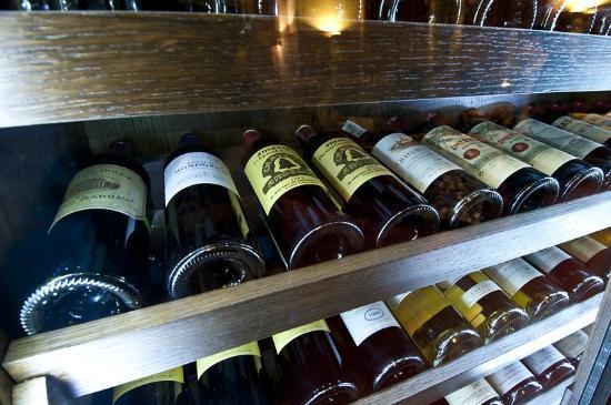 Aton Hotel: Restaurant - Wine