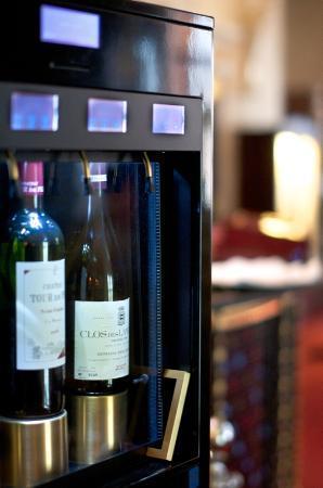 Aton Hotel: Wine Service
