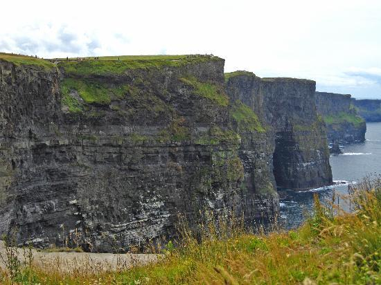 Ballinalacken Castle Country House: Cliffs of Moher