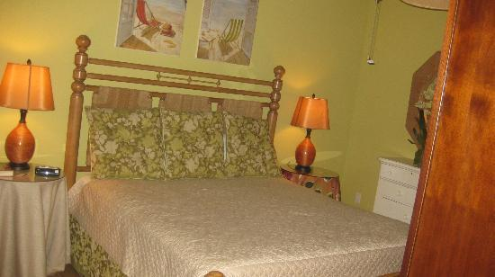 Beachside Colony Resort: a bedroom