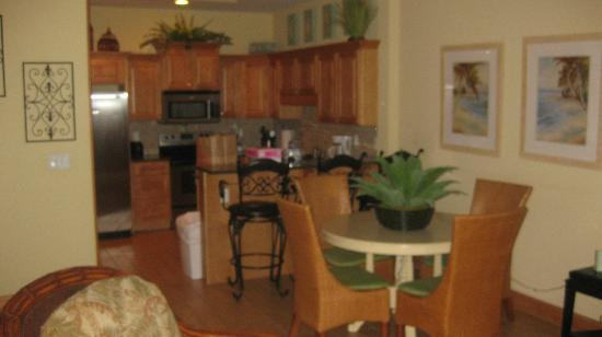 Beachside Colony Resort: the dining/kitchen combo in the other condo