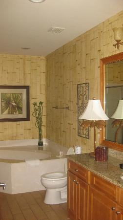 Beachside Colony Resort: the master bathroom