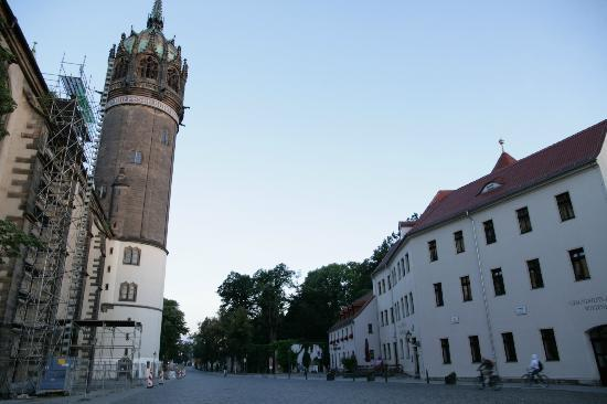 Hotel Alte Canzley: Hotel is REALLY close to Castle Church