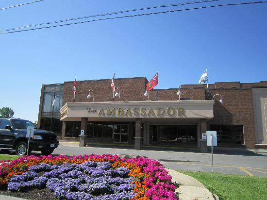Ambassador Hotel & Conference Centre : Esterno