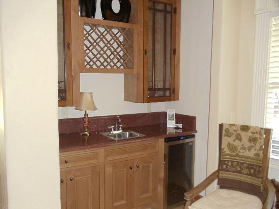 The Branson House: The Honeymoon Room wet bar and winw cooler.