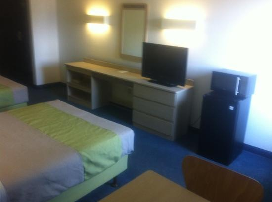 Motel 6 Pittsburgh Airport: room 3