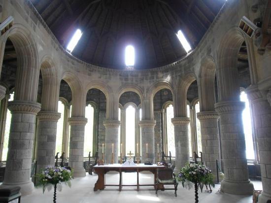 St Conan's Kirk: Interior Pillars