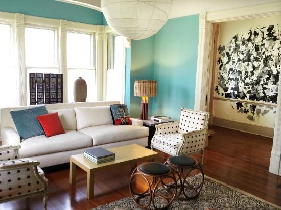 Roxbury Village Inn: front parlor with view of new abstract hall mural