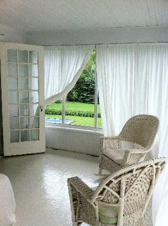 Roxbury Village Inn: sleeping porch in suite