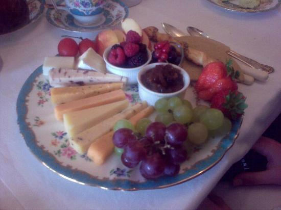 Glenegedale Guest House: Breakfast: selection of Scottish cheeses, and chutney, and fruit, and...