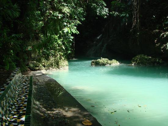 Somerset Falls : natural pool to swim in