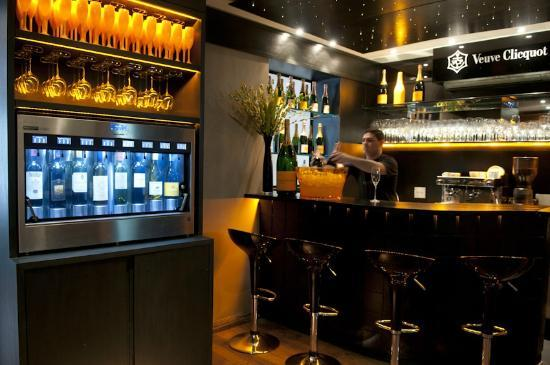 veuve clicquot champagne bar picture of cavist rio de janeiro tripadvisor. Black Bedroom Furniture Sets. Home Design Ideas