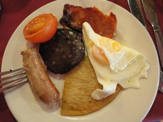 Highlander Hotel: Petit déj écossais = Boudin noir, saucisse, bacon, etc...