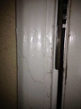 Quality Inn - Carrollton: Cracked door frame from prior forced entry