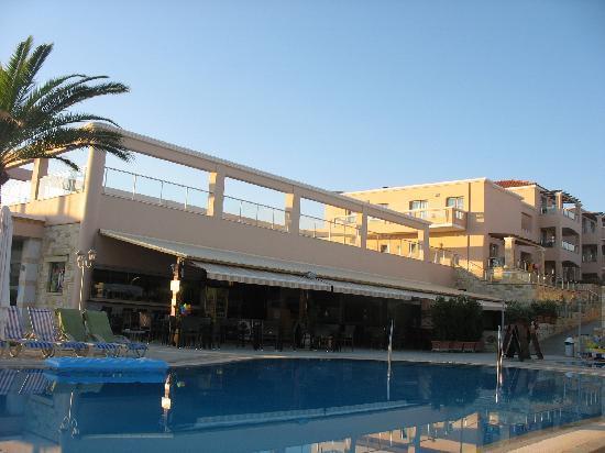 Hotel Isida: Poolbar